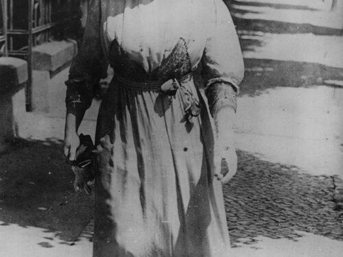 La figura di Rosa Luxemburg continua ad essere studiata da storici e biografi, che ne rimarcano il coraggio e l'altruismo